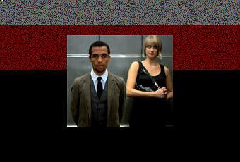 un homme noir et une femme blanche dans un ascenseur voir. Black Bedroom Furniture Sets. Home Design Ideas