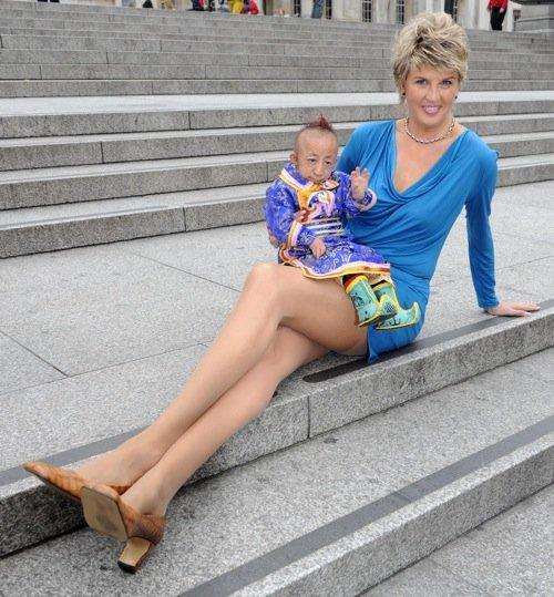 L'homme le plus petit du monde rencontre la femme aux plus longues jambes