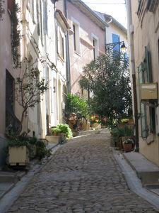 une_ruelle_du_vieux_arles