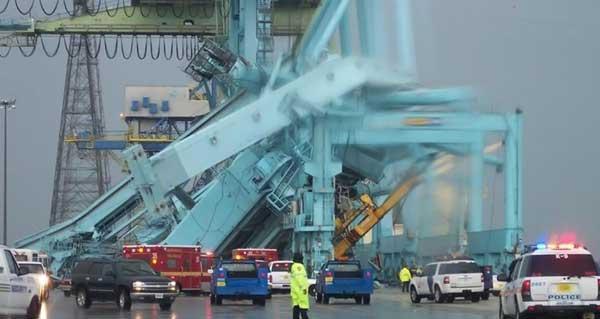 Deux grues géantes effondrement.