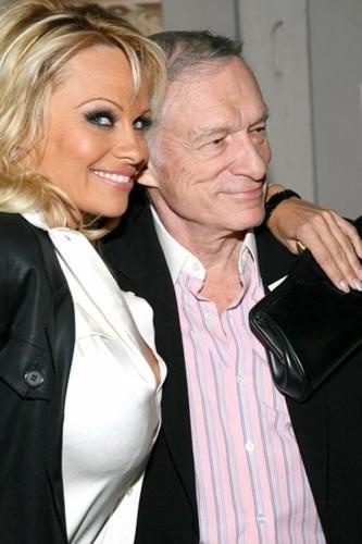 Pamela Anderson nue pour l'anniversaire de Hugh Hefner