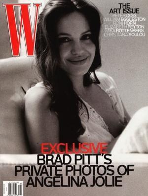 La Une de W : Angelina Jolie allaitant