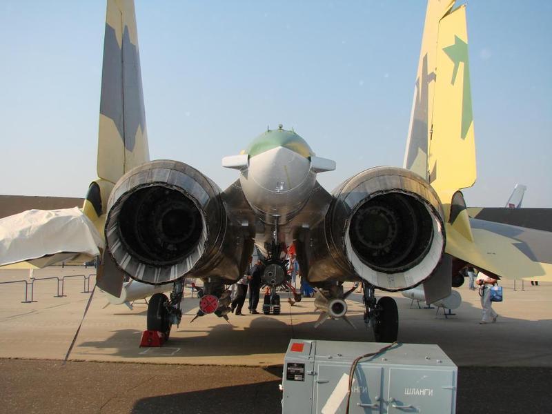 Su-37 (T-10M-11) et la poussée vectorielle ...