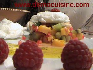 Salade de fruits, coulis de mangue et son nuage meringue …. light