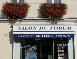 Les cheveux récupérés par les coiffeurs de la place du Forum