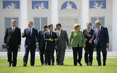 Les dirigeants des membres du Groupe des huit avec Jose Manuel Barroso.