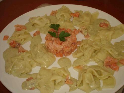 tartare aux deux saumons et ravioles, crème à l'oseille