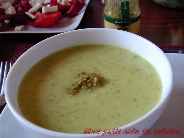 Soupe de courgettes au pesto