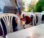 vidéo enfant tire arme à feu syrie papa