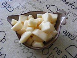 Crumble croustillant aux pommes ou aux poires.