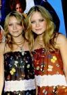 2002: visages ronds, pommettes roses, les oeurs Olsen sont à croquer