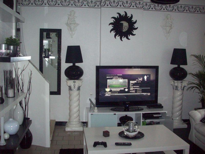 ajouter une couleur dans ce salon noir et blanc d couvrir. Black Bedroom Furniture Sets. Home Design Ideas
