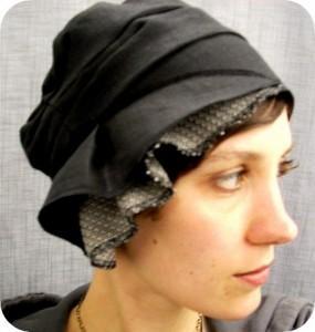 de l utilit du bonnet de la casquette et autres couvre. Black Bedroom Furniture Sets. Home Design Ideas
