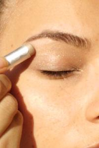 Comment mettre de l 39 eye liner paperblog - Comment mettre de l eye liner ...