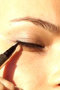 Comment mettre de l 39 eye liner paperblog - Comment mettre eye liner ...