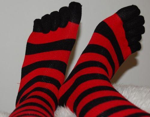 les chaussettes a doigts de pieds d couvrir. Black Bedroom Furniture Sets. Home Design Ideas