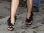 Salma Hayek : des chaussures originales avec une tenue classique
