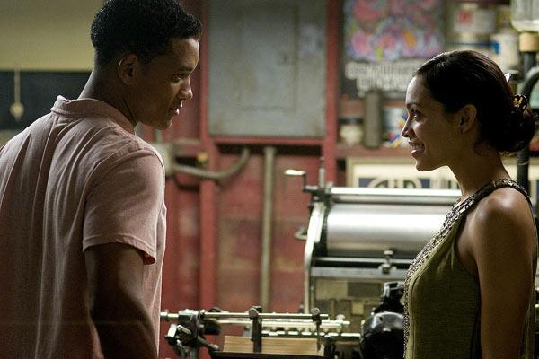 Rosario Dawson et Will Smith. Sony Pictures Releasing France