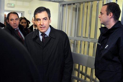 Fillon inaugure une prison de Roanne décriée par les syndicats