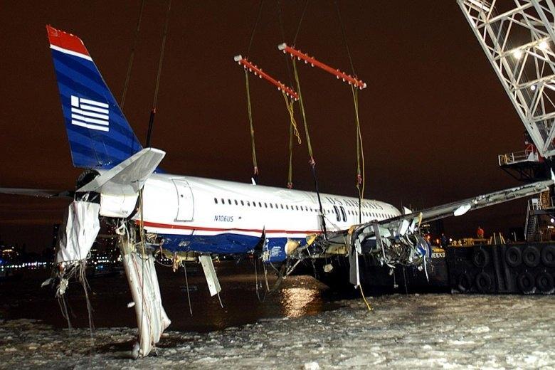 L'Airbus d'US Airways hissé hors de l'eau