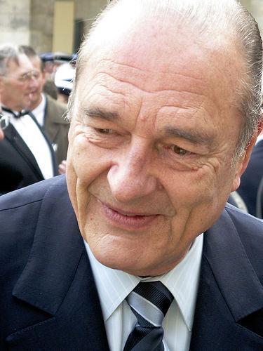 La France en deuil .. Jacques Chirac a été mordu par son chien !