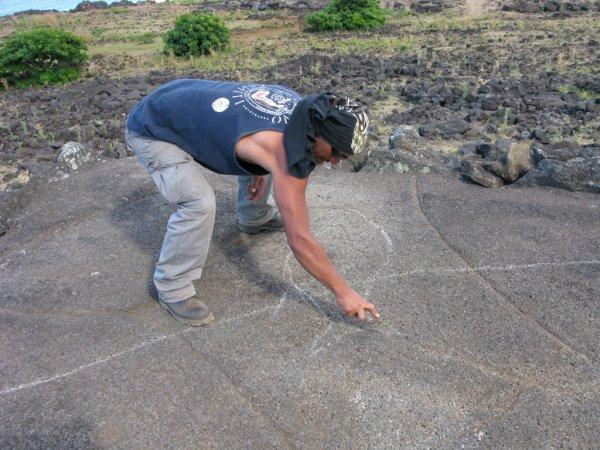 719/pétroglyphes rehaussés par de la craie
