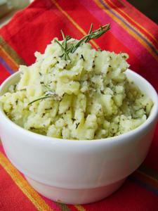 Purée à l'Ail, aux Herbes et au Parmesan