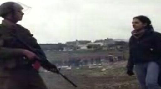 capture écran de la vidéo présentée comme étant celle d'une Palestinienne face à un soldat