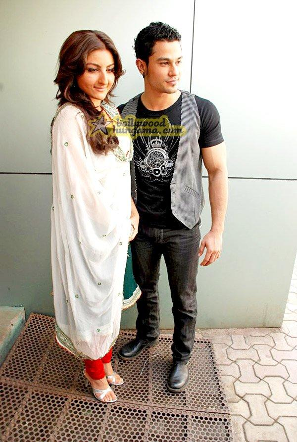 [PHOTOS] Soha Ali & Kunal Khemu on Indian Idol - Paperblog
