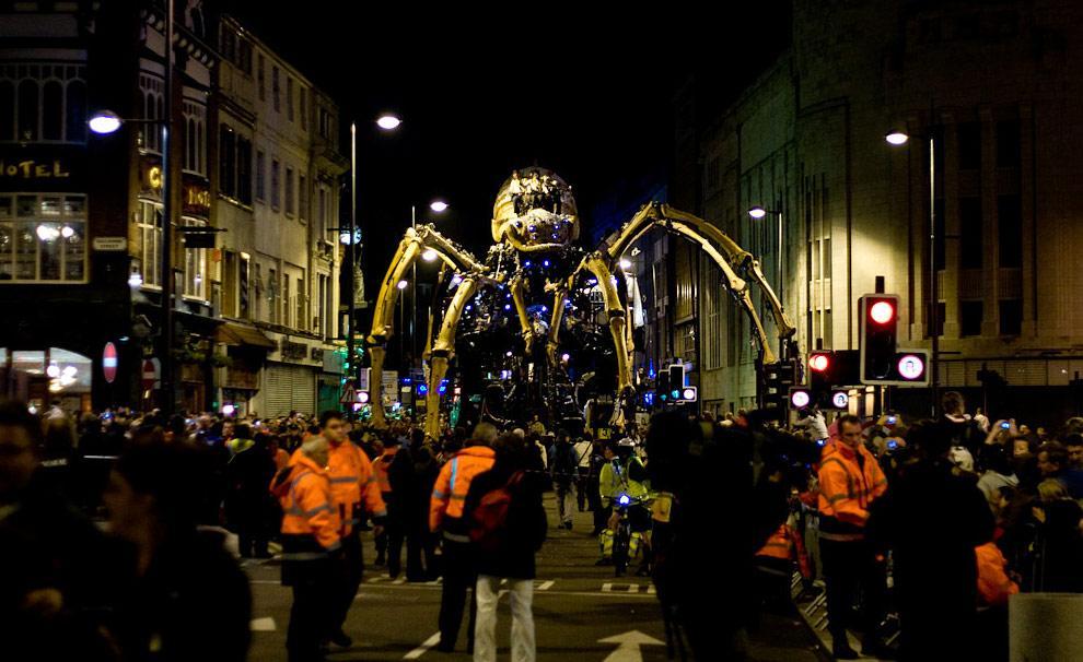 Une araignée géante sur un immeuble de Liverpool