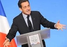 Nicolas Sarkozy père protecteur d'une nation en crise