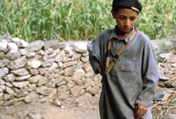 pakistan-gamin-lance-pierres.1234868547.jpg