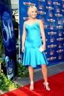 2004, l'actrice commence à tenter les apparitions glamour sur le tapis rouge... Bof