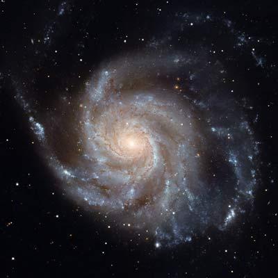 La galaxie M 101 photographiée dans le visible par le télescope Hubble