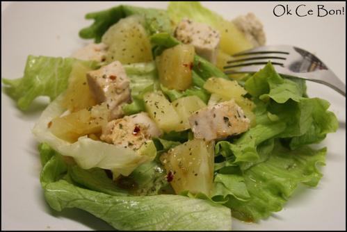 Salade légère pimentée au poulet et à l'ananas