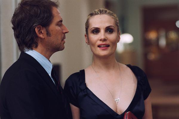 Christopher Thompson et Emmanuelle Seigner. Luc Roux