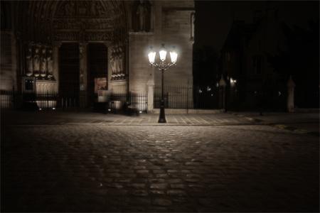Plus claire la lumière, plus sombre l'obscurité...