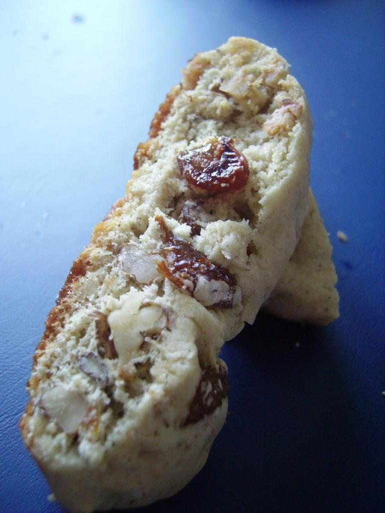 Croquets aux noix et aux raisins secs