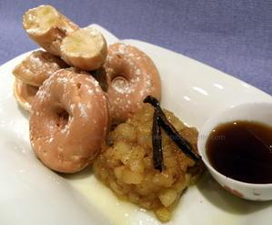 Donuts pomme caramélisée et sirop d'érable