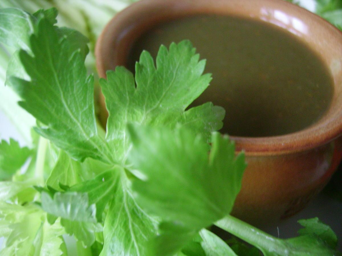 Potage de fanes de c leri paperblog - Que faire avec les feuilles de celeri ...