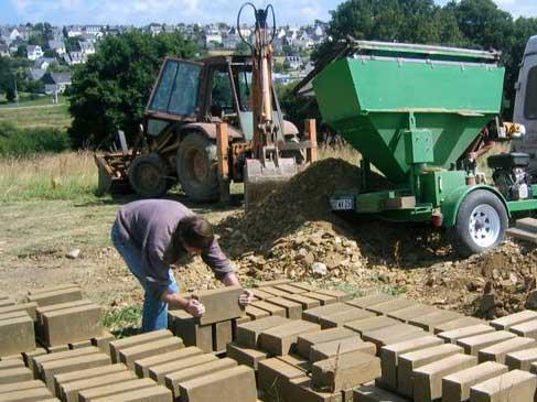 terre crue la solution sur chantier de terraterre. Black Bedroom Furniture Sets. Home Design Ideas