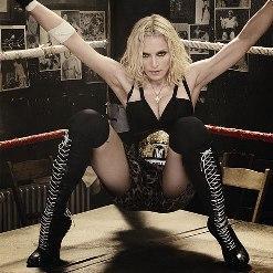 Jeu des 3 heures - Page 21 Madonna-ca-devient-serieux-avec-petit-jeune-L-1