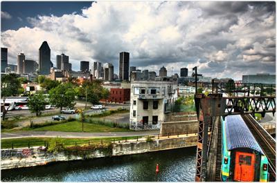 Vue du quartier Griffintown à Montréal depuis la voie de chemin de fer