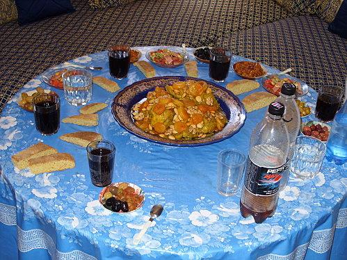 http://media.paperblog.fr/i/179/1792986/tajine-poulet-aux-abricots-secs-amandes-noix-L-4.jpeg