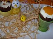 Oeufs Pâques mousse chocolat blanc présentés coquetiers table