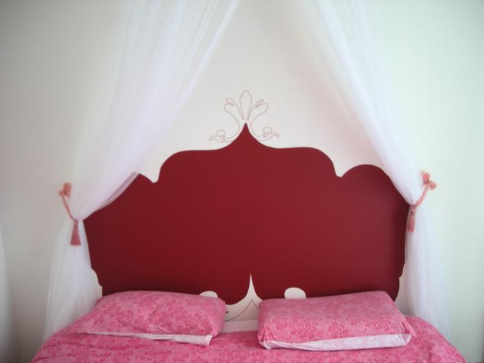 sticker t te de lit pos par virginie voir. Black Bedroom Furniture Sets. Home Design Ideas