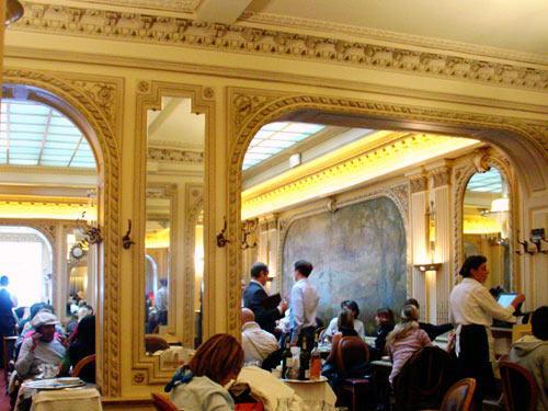 Angelina le l gendaire salon de th parisien reste un - Angelina salon de the ...