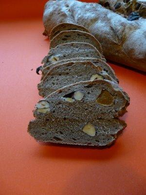 pain au levain farine de sarrasin noisettes et abricots. Black Bedroom Furniture Sets. Home Design Ideas