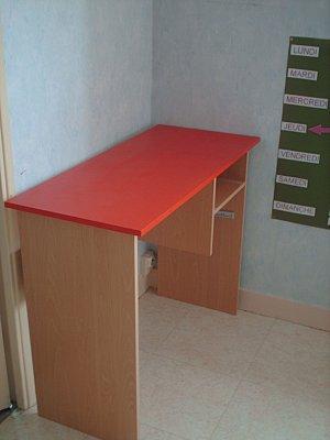 comment retap un vieux bureau en 10 min paperblog. Black Bedroom Furniture Sets. Home Design Ideas