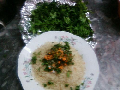 Poisson frit et riz aux légumes/et un bon jus panaché